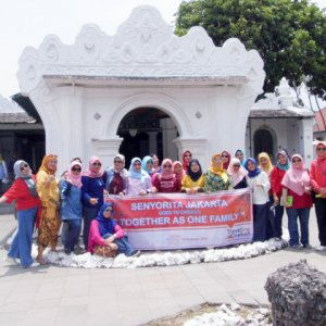 SENYORITA JAKARTA Goes To Cirebon Together As On Family